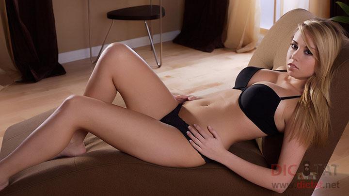 Продажные девушки в постели фото 662-893