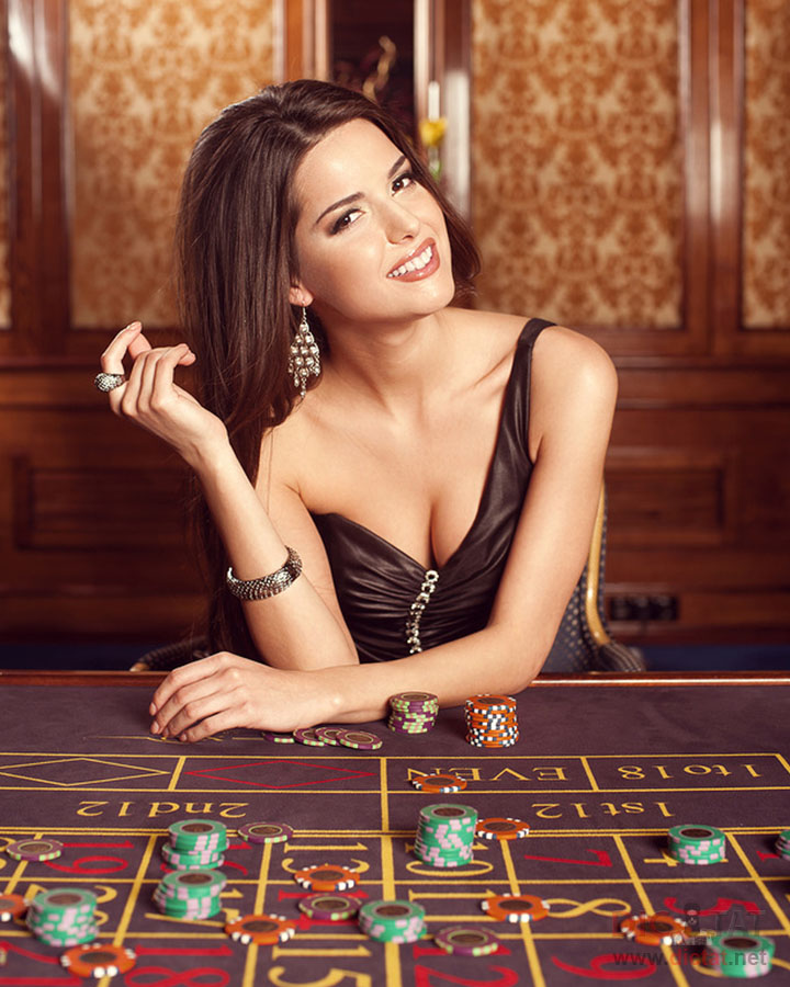 брюнетка в казино фото и видео