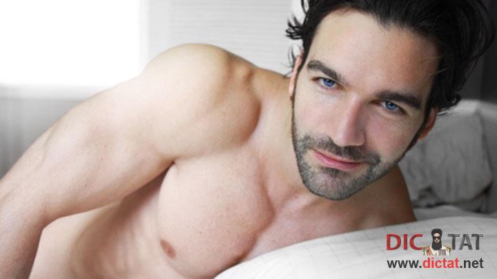 фото в постели мужчины