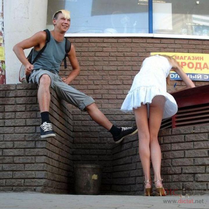 девушкам ветер поднимает юбки фото
