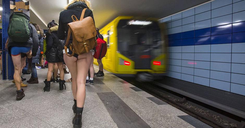 porno-v-metro-s-vibratorom
