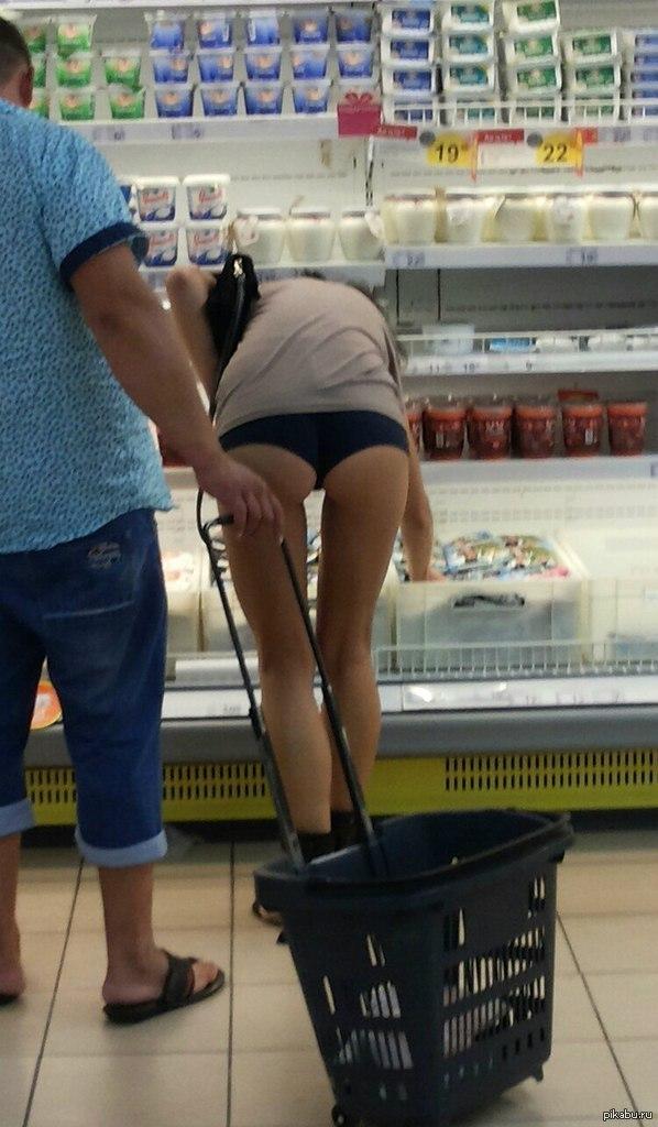 Видео девушка забыла надеть трусики