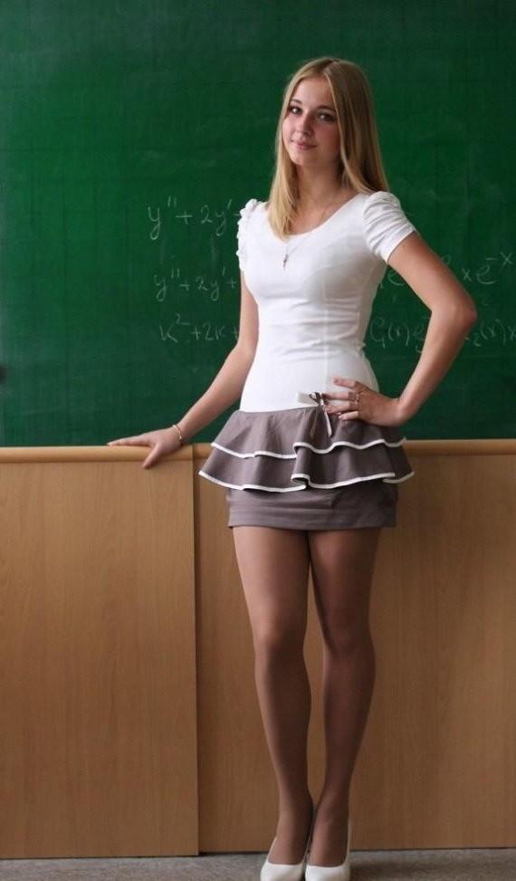 Сексуальные учительницы в мини юбках