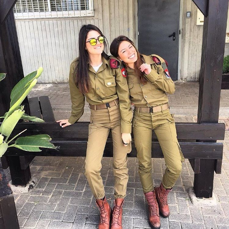Самые сексуальные девушки военные