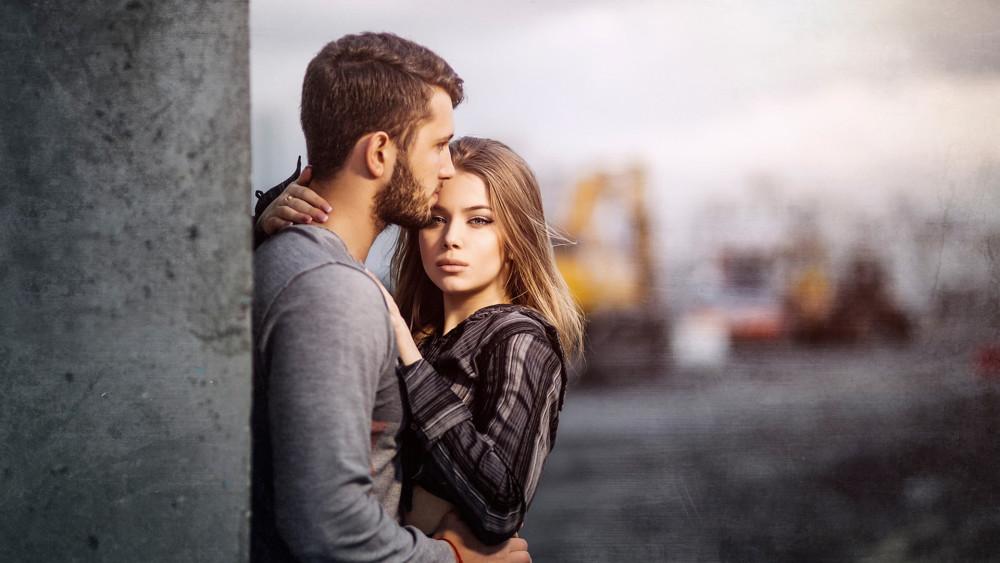 Картинка мужчина обнимает женщину