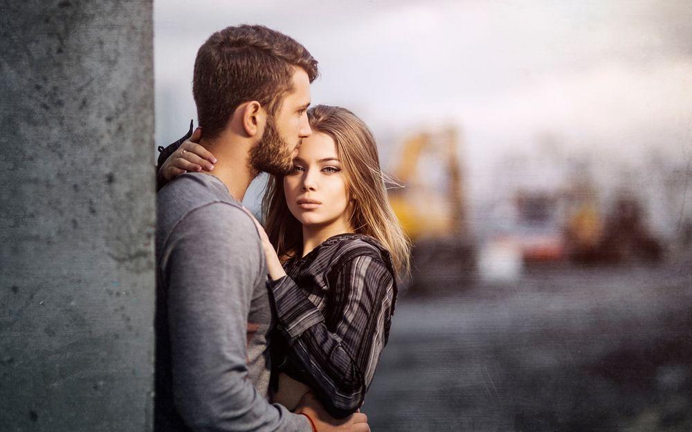 Картинка мужчина и женщина обнимаются