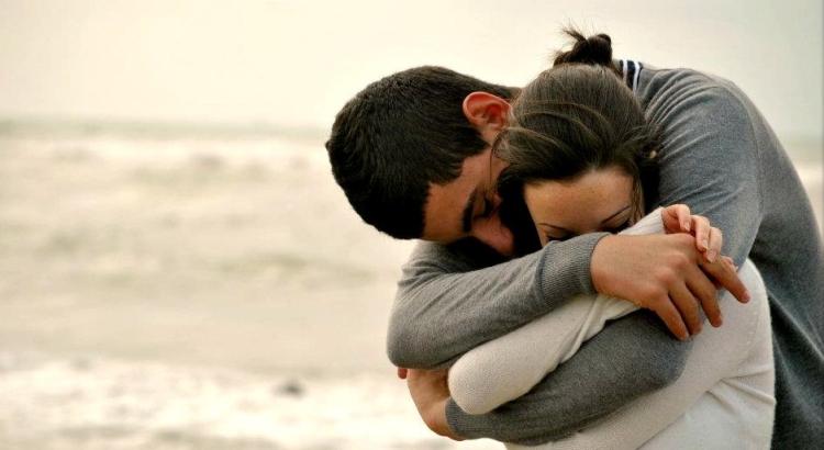 Он обнял меня своими руками