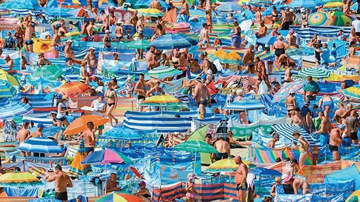 Картинки по запросу толпа на пляже