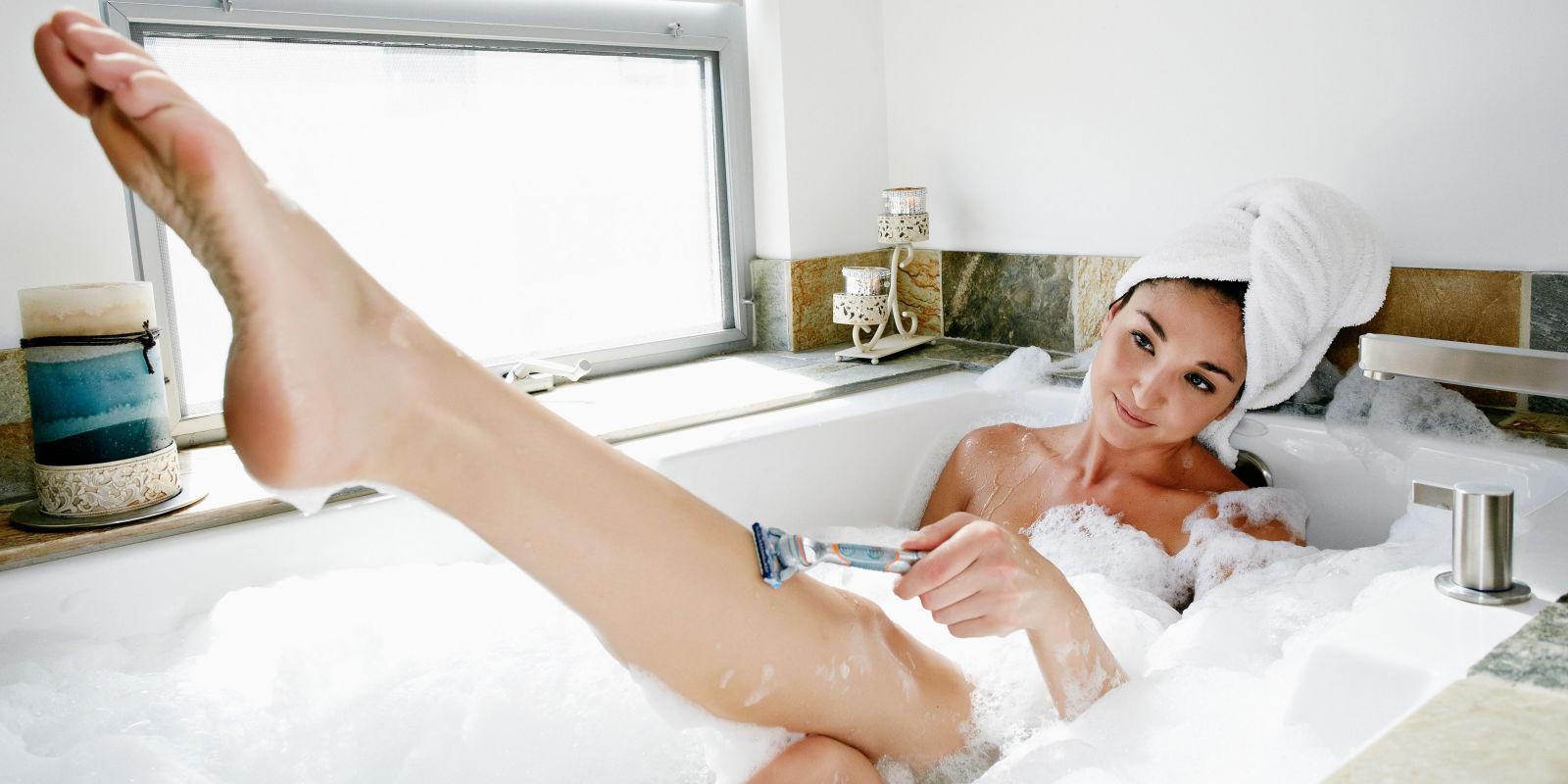 Девушка бреет письку порно смотреть онлайн видео